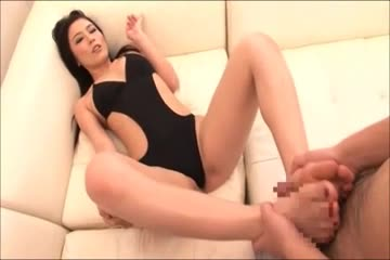 Delicious Oriental babe loves giving a [腳淫] with her sexy [亚洲脚] feet