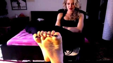 Attractive Italian girl talking to the camera and showing her amateur feet