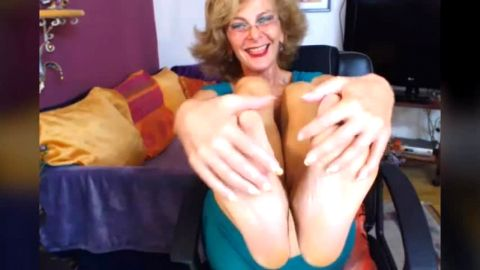 Wild mature woman with gorgeous feet strips down naked and fingers herself on the camera