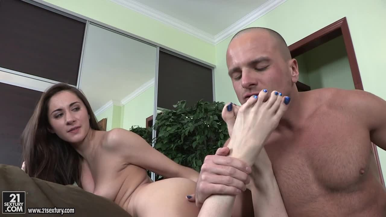 Skinny Babe Porn Feet - Skinny babe Aruna Aghora giving a great footjob and fucking ...