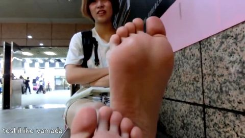 Wonderful Japanese teenage girl exposing her sexy naked feet in public
