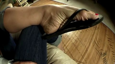 Hot housewife in jeans wearing flip flops and exposing her sexy naked feet
