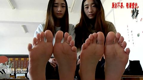 Chinese Twins Tease You With Their Feet