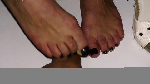 Feet crunsh 2
