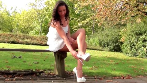 Julie Skyhigh shoeplay high heels in parc