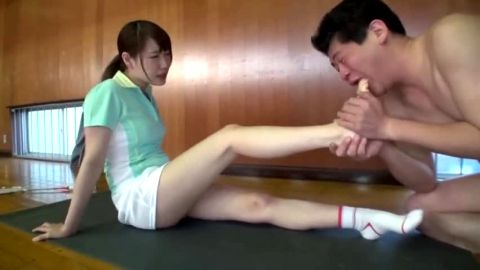 Horny foot fetish lover sucking a sexy dark haired Asian babe's delicious toes on the floor