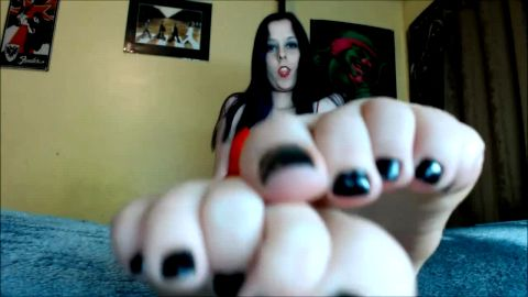 Hot teenage brunette talks about her sexy feet during her solo JOI live video chat
