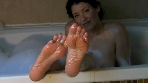 Gorgeous lady loves playing with her soles and sexy feet while taking a bath