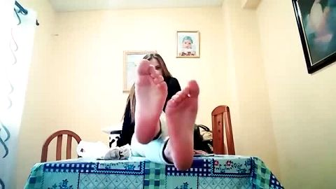 Gorgeous dark haired Latina exposes her soles as she talking on the camera