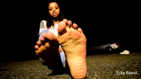 Phenomenal black amateur princess with incredible soles and toes poses outdoors
