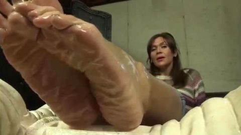Kinky MILF exposes her wonderful oiled up mature feet to the camera
