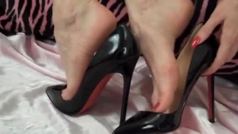black heels 14cm wanna cum inside ?