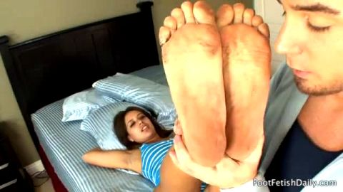 Big booty cutie Jynx Maze seduces a naughty neighbour with her amazing dirty feet