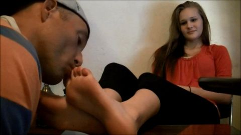 Black guy licking her sexy girlfriend's delicious toes and feet in private vid