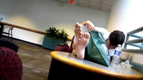 Hot amateur babe puts her attractive feet on the table while doing some work on her laptop