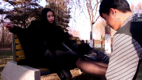 Dominant Chinese mistress got her mature feet and toes worshipped perfectly in public