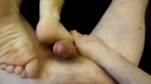 Horny amateur dude cums on Laly's amazing feet after getting a great footjob
