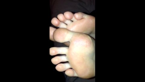 Lucky boyfriend films his amateur babe's amazing soles in the dark