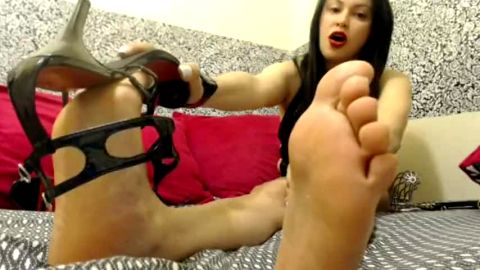 Big breasted Latina in black shoes having an interesting feet JOI webcam session