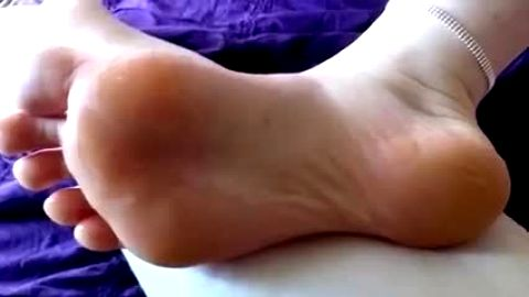 Foot fetish lover massages his amateur girlfriend's cute naked feet in bed