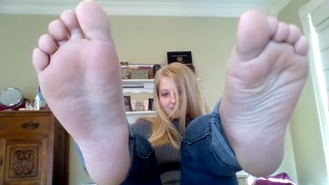 Fuckable amateur girl in tight jeans Megan having her amateur feet exposed