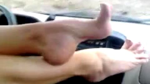 Girl films her giant naked arches and amazing feet while driving the car