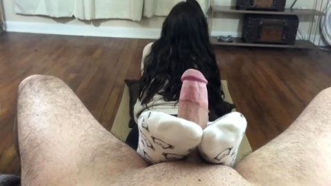Hot amateur chick with a great ass gives a kinky dude a nice sockjob