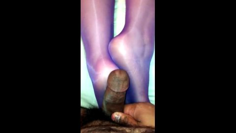 Amateur black dude fucking his sexy babe's feet in purple nylon stockings
