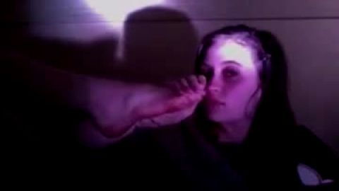 Gorgeous teen worships and smells her own feet and toes in the dark