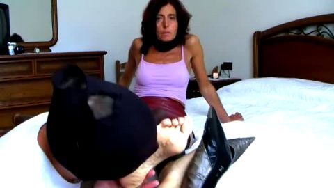 Horny aged woman in fishnets gets her shoes and mature feet licked out