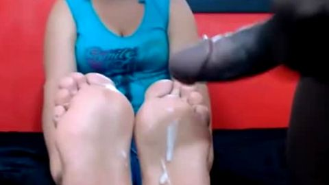 Thick mature Latina gets cum on her feet from a black stud