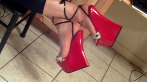 Kinky voyeur camera films thick amateur woman waling in her sexy red wedge sandals