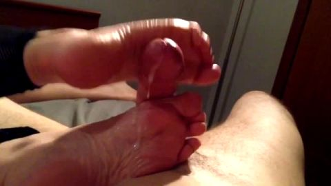 Amateur babe strokes a strong white cock with her sexy feet until it cums