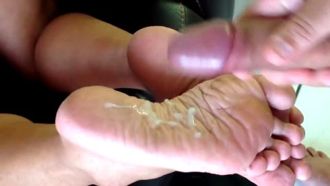 Super sexy girlfriend made me cum on her incredible feet more than once