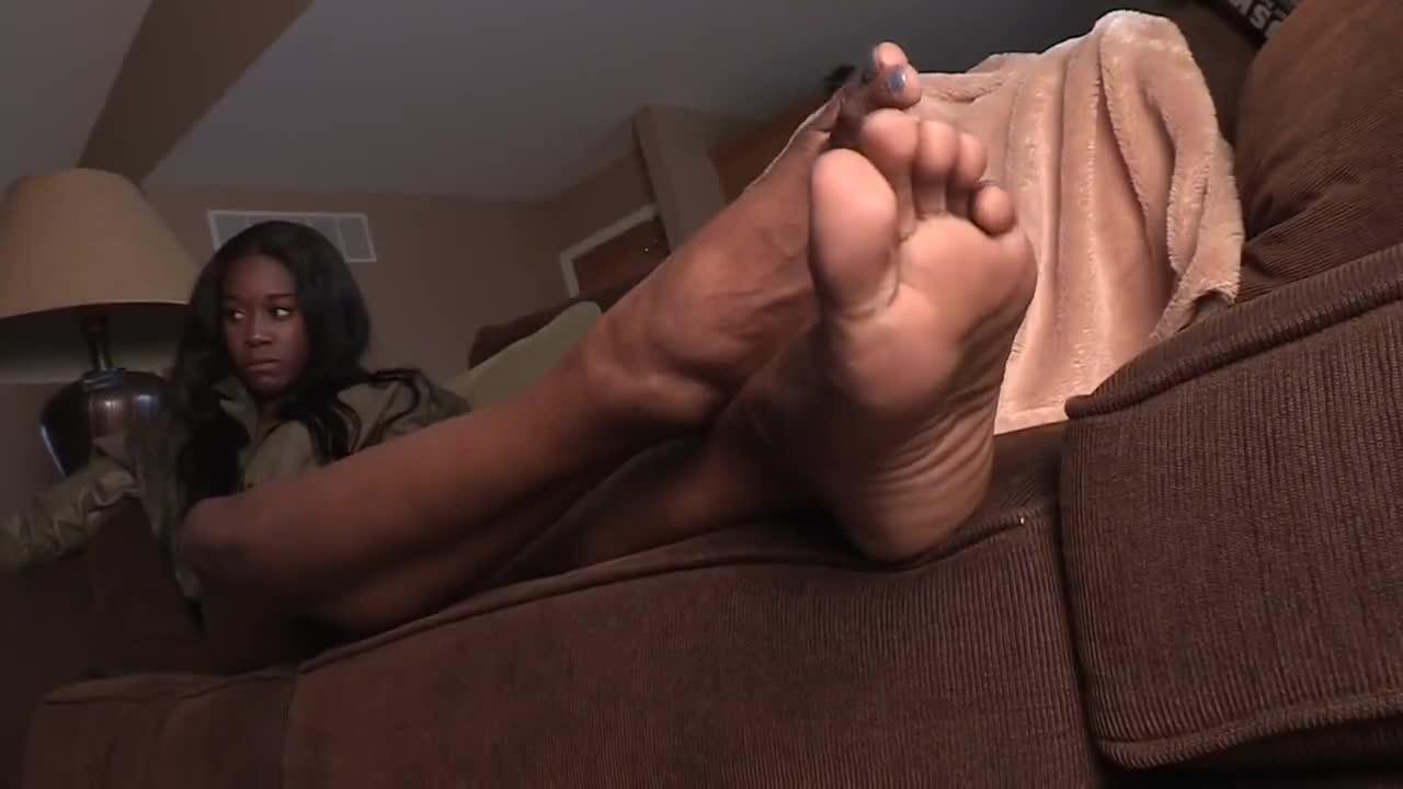 2 Ebony Girls Sucking Dick