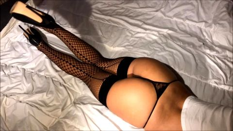 Amateur bombshell poses in bed in her super sexy fishnet stockings and shoes