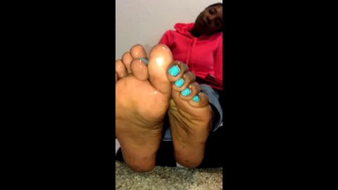 College ebony girl playing with her oily chocolate feet on the cam