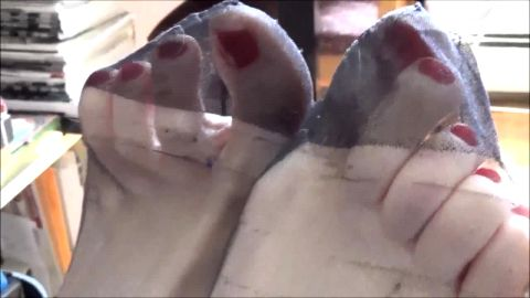 Suzanne's gorgeous feet in FF stockings