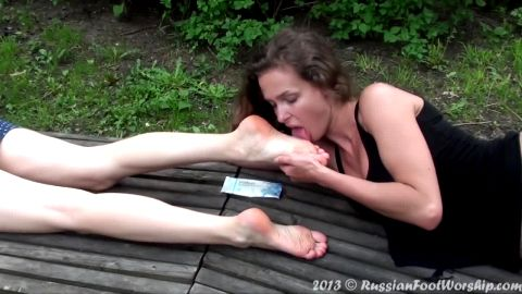 Two attractive Russian chicks caught in passionate foot worship action in public