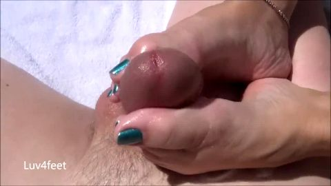 Amateur doll with green toe nails takes care of by dick by using her hot feet