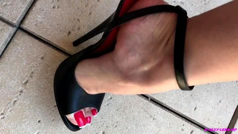 Sexy-Lena licks her Shoes and Feet