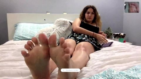 Horny dude wanks his dick while watching my sexy feet via facetime