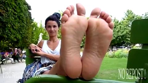 Smoking hot brunette let me film her delicious feet & soles in public
