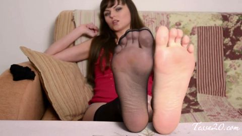 Bored housewife tries out black stockings on her phenomenal feet