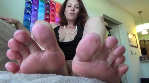 Lovely redhead housewife gets naughty while revealing her mature feet and toe nails