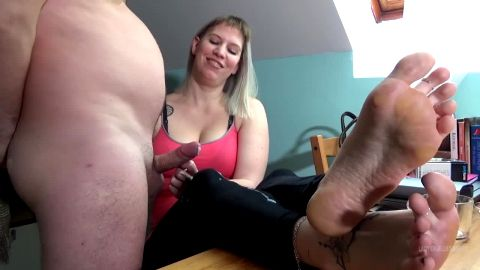 Mistress Lady Cruella teases a nice white dick with her sexy feet up on the desk