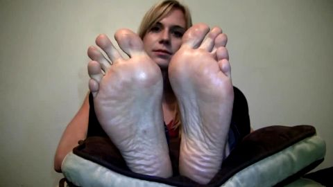 Petite blonde showing off her long feet and toes on the webcam