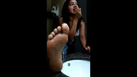 Amateur Latina sets up the cam and displays her gorgeous feet with colorful toe nails
