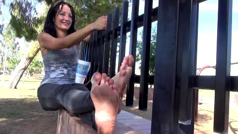 Cute amateur MILF in tight jeans exposing her dirty feet and toes in public