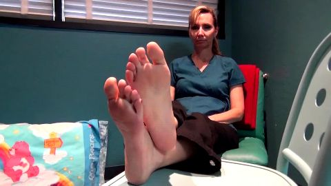Lovely MILF gives a kinky voyeur pleasure to film her perfect mature feet